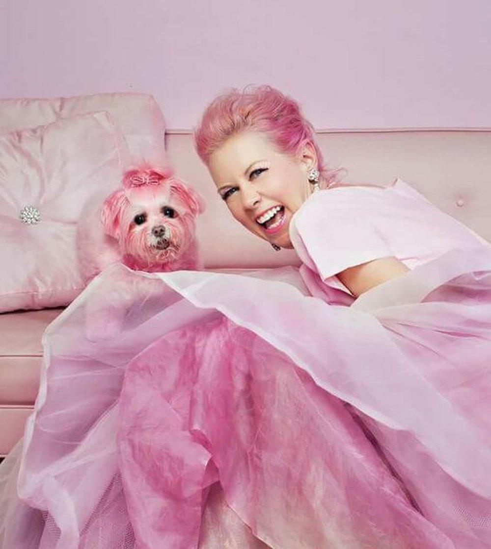 napísala aj detskú knihu o najviac ružovej osobe na svete