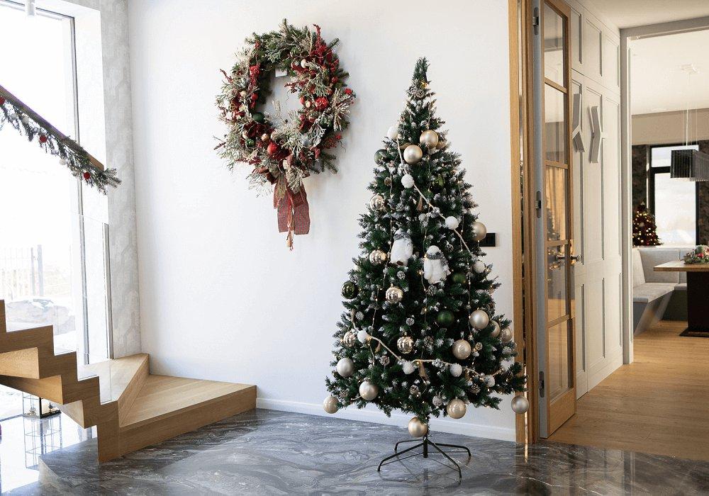 Vianočný stromček Christmas 4 v hale