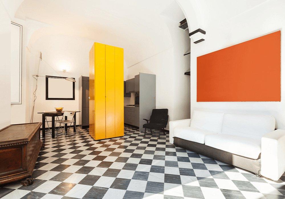 Vzorovaná podlaha a výrazné farby