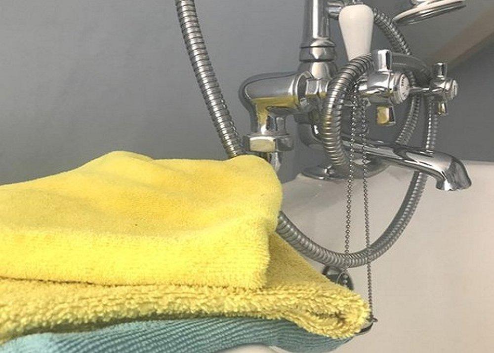 Čistiaci prostriedok na sprchu a vaňu