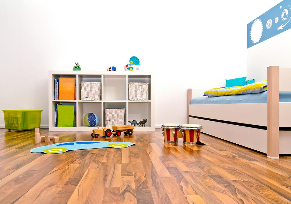 Regály v Montessori detskej izbe