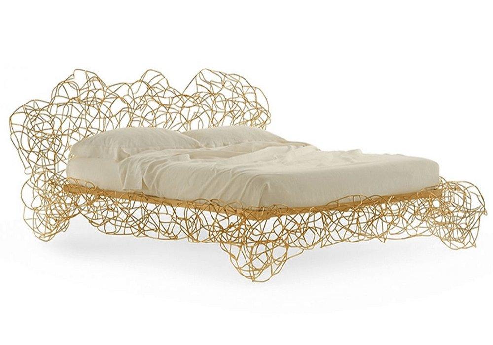Kovová extravagantná posteľ