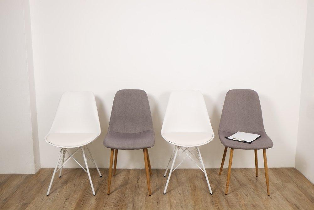 Konferenčné stoličky v látke, hnedá a biela