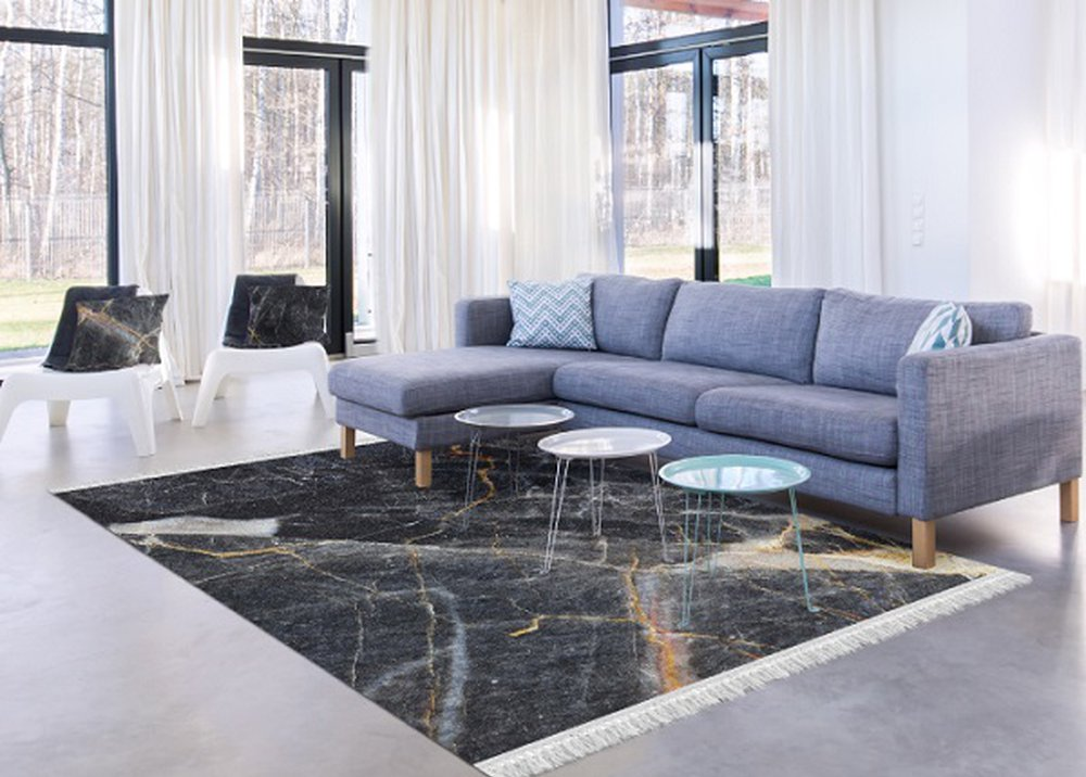 Sivý koberec s mramorovým vzorom v obývačke