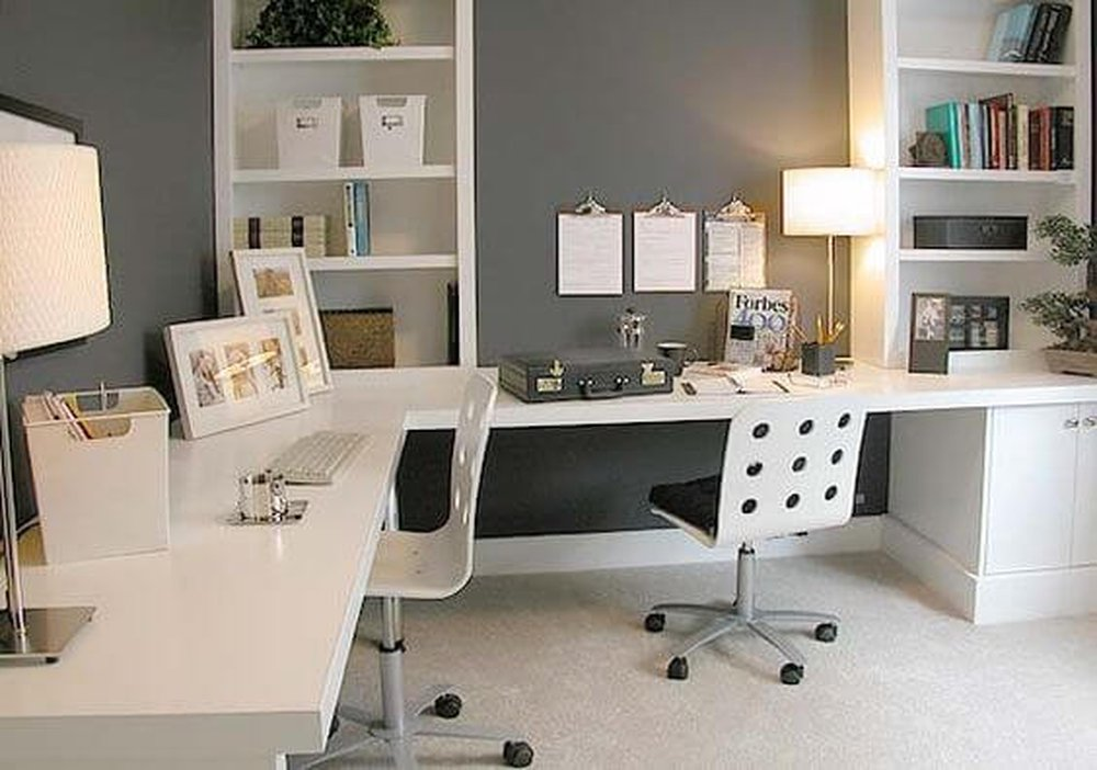 Biela kancelária s doplnkami