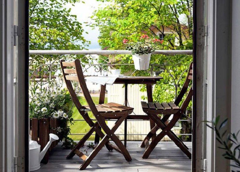 Drevený nábytok na balkóne