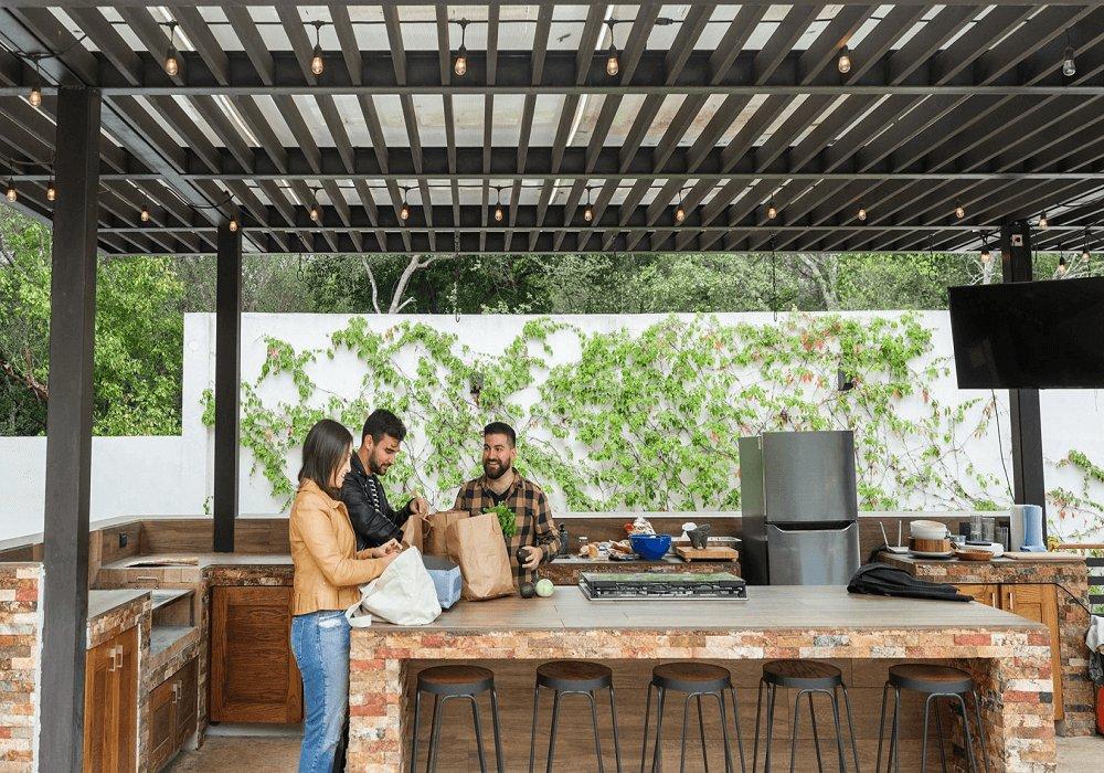 Vonkajšia kuchyňa so strechou