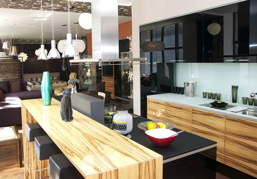 Kuchyňa s prvkami nanotechnológie a drevenými doplnkami