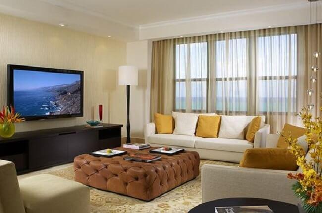 TV umiestnená na stene