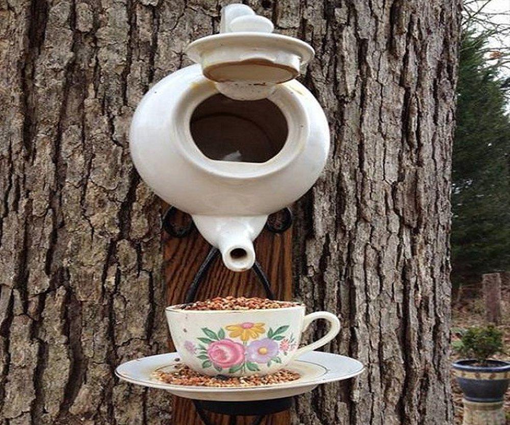 Búdka pre vtáčiky v podobe čajníka.