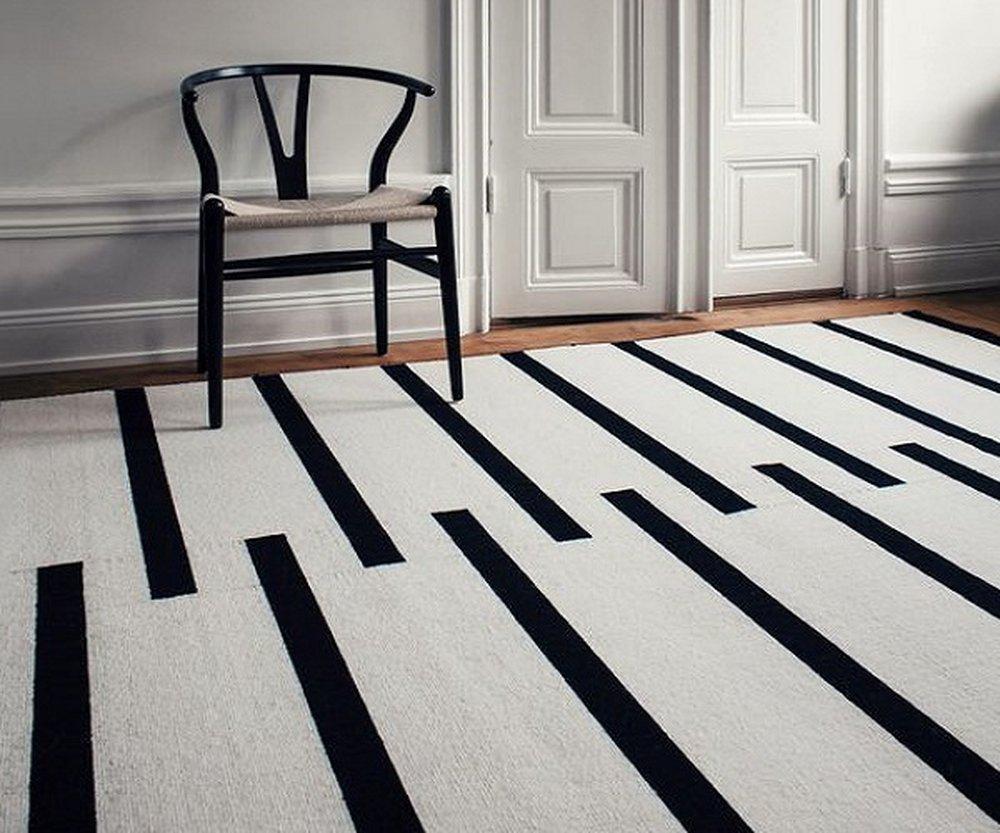 Čiernobiela kombinácia nábytku a doplnkov