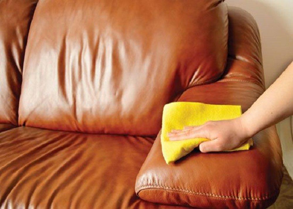 Čistiť sedačku handričkou
