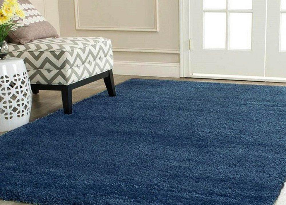 Shaggy koberec Aruna pod kreslom