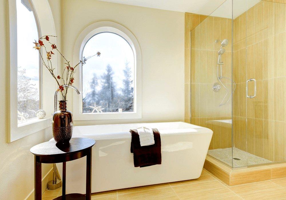 Kúpeľňa s oknami a s vaňou