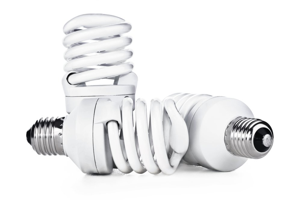 Tri kompaktné žiarovky