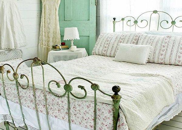 Vintage posteľ