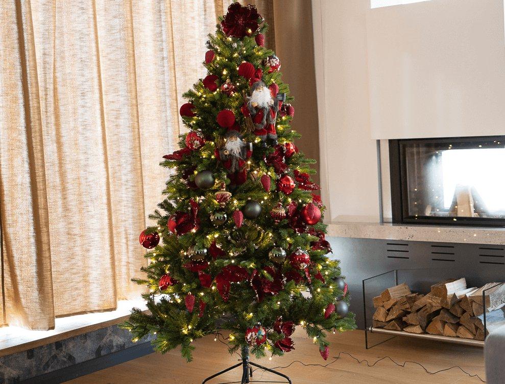 Vianočný stromček Christmas 6 pri krbe