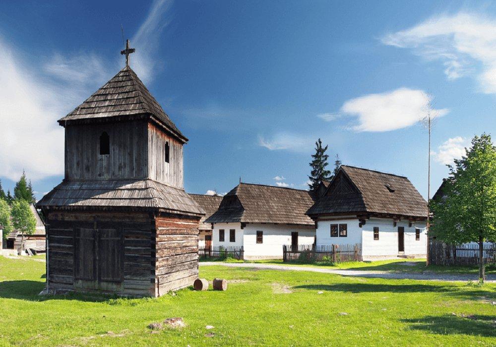 Dedinka so zvonicou
