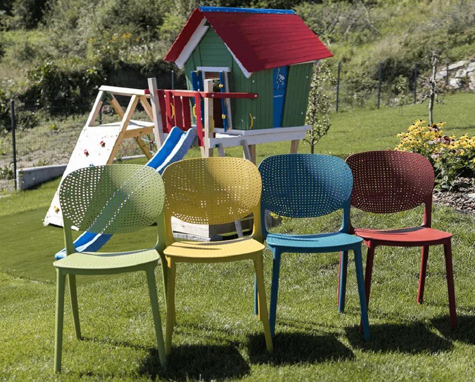Farebné stohovateľné stoličky Fedra