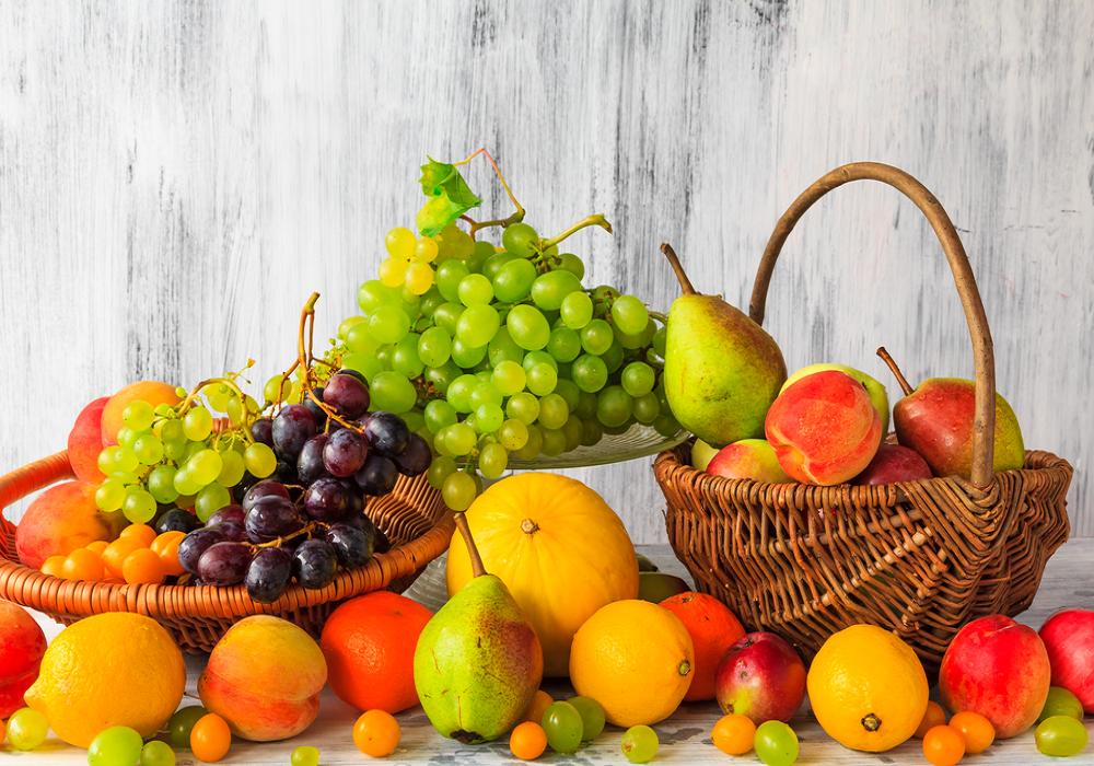 Košík plný jesenného ovocia
